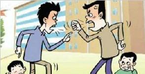 两孩子打架引发家长厮打 两家长双双被拘