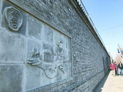 """东城老胡同砖墙上精美的""""砖雕一条街"""""""