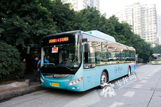 公交车上现USB接口 公交司机则回应称这并不是充电的接口