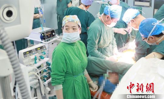 手术过程。医院供图