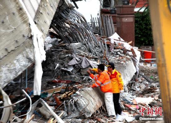 台地震2名失联陆客罹难 在获得失联家属的同意时现已停止搜集
