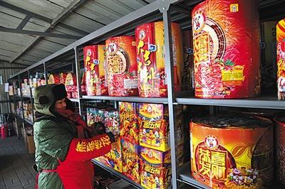 北京狗年烟花五环外开卖 销售网点较往年减少超八成