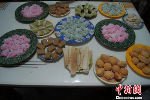 华人度春节:纸短情长归家路 照片机票解乡愁