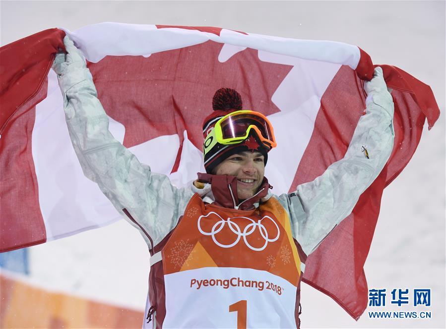自由式滑雪男子雪上技巧 加拿大选手金斯伯里夺冠