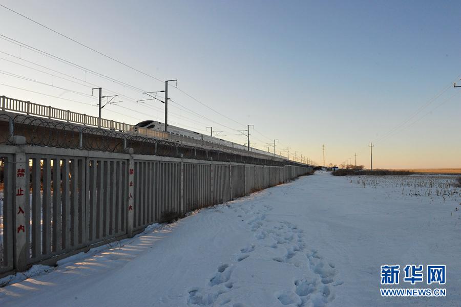 """零下30℃,中国最北""""高铁哥""""护你回家"""