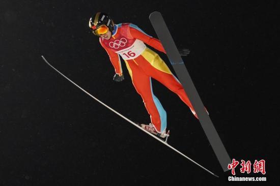 创造历史 国女将首次亮相跳台滑雪