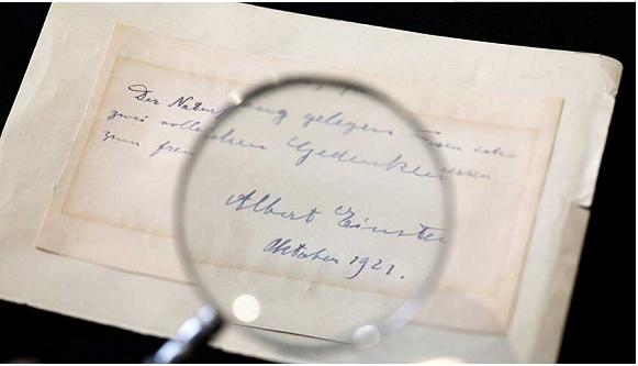 """""""为之倾倒,静候两日"""" 爱因斯坦示爱字条六千美元被拍"""