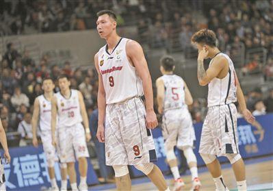 广东宏远阵容缺乏深度 大比分负辽宁赛季结束