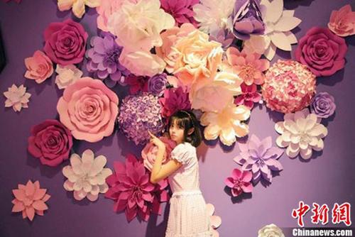 爱丽丝奇境缤纷之旅中国首展开幕营造成人童话世界