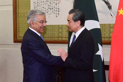 王毅与巴基斯坦外长阿西夫举行会谈