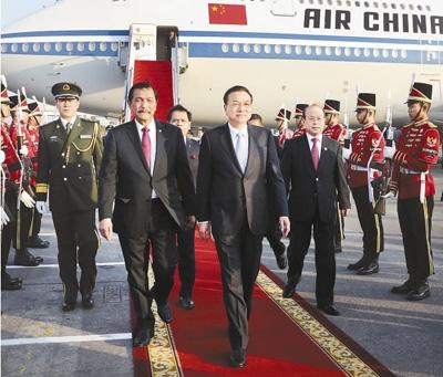 李克强抵雅加达对印尼进行正式访问