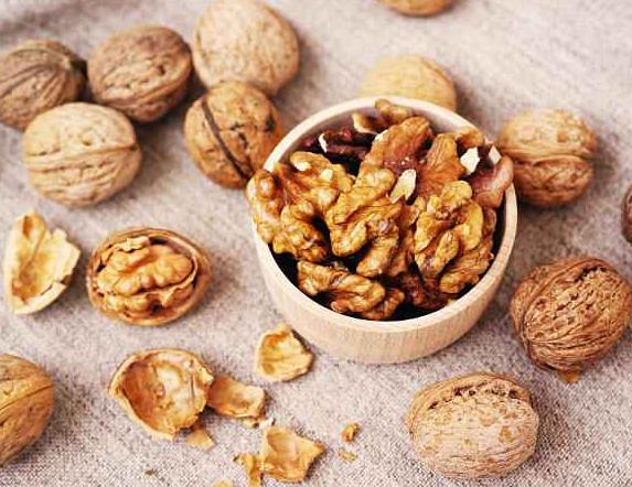 每天吃少量核桃仁 可预防心脏病和肠癌