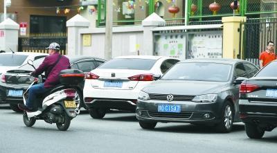 北京道路外地车增多? 4S店:外地车牌花钱就能上