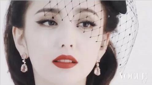 佟丽娅参加活动,真人干瘦黑完全不是大美人,很不自信