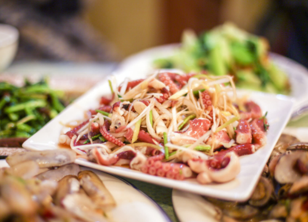 青岛美食了解下? 韭菜炒海肠、辣鳗林、开海虾水饺再加原浆啤酒