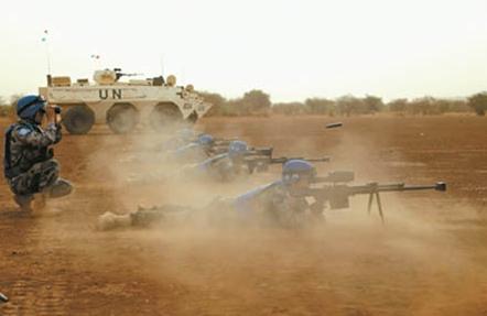 中国第6批赴马里维和警卫分队进行实弹战术演练
