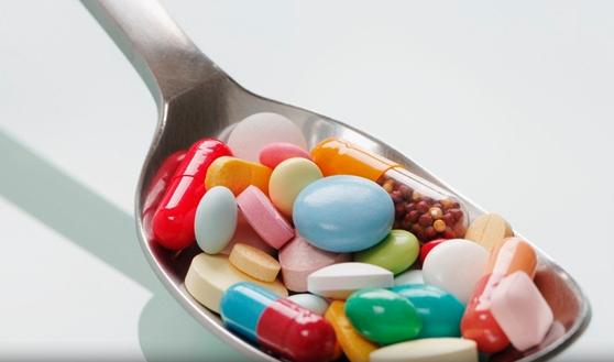 睡前吃钙片、降脂药最好 服药的最佳时间点在哪?