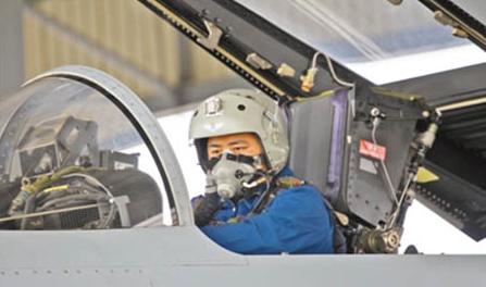 战斗机飞行员汤峥:从为演而练到为战而练