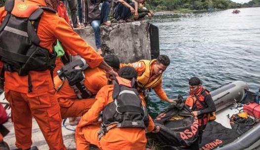 印尼渡轮倾覆事故致多达192人失踪 船只严重超载