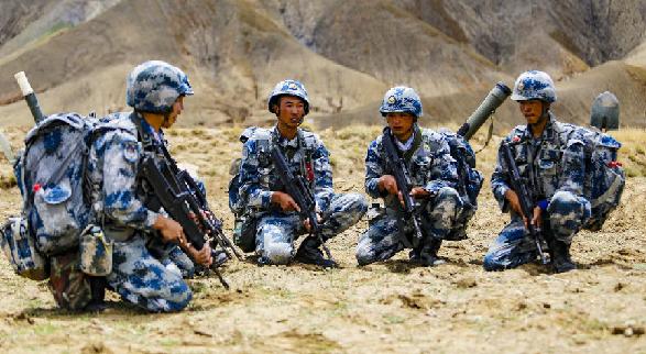 4000米高原练兵场:空降兵综合演练火力全开