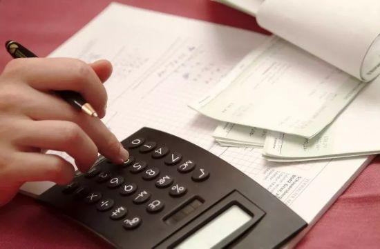 """11省市上调最低工资标准  这将如何影响你的""""钱袋子""""?"""