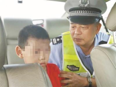 男童独自走高速 警方接力助回家