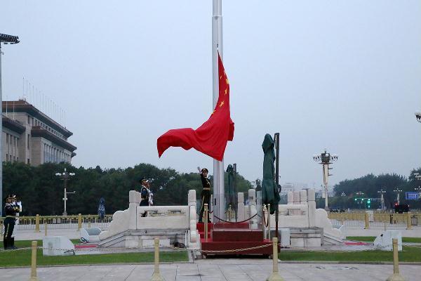 鼓士气 扬国威 中国女排接受爱国主义教育