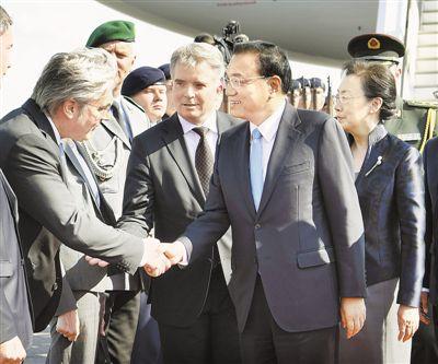 李克强抵达柏林主持第五轮中德政府磋商并对德国进行正式访问
