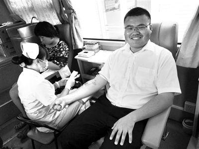 """北京90后""""献血红人"""" 7年累计献血48次"""