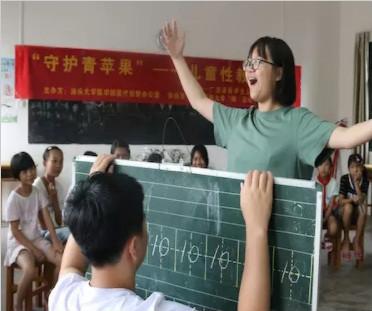 """大学生开展社会实践 用笔尖记录""""原味""""生活"""