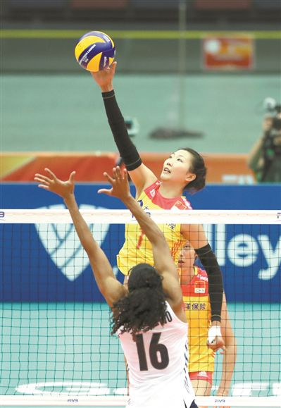 中国女排直落3局横扫美国女排 胜卫冕冠军比想象轻松