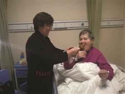 徐州90后社区书记救助晕倒老人:有事我来担