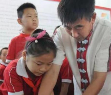 """""""黑陶传人""""张国庆:举债建造博物馆 重现4000年前传奇"""