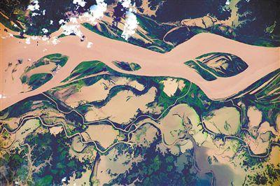 罕见景象 宇航员在太空拍地球