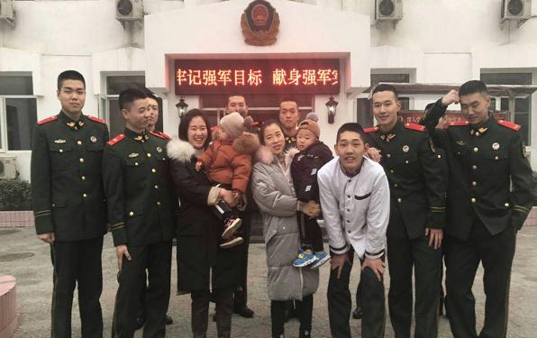 警营阖家欢 军嫂的新年告白:他在哪里,家在哪里