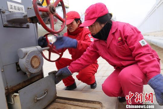 """长庆油田采油""""女子站"""":春节在岗 牵挂家人"""