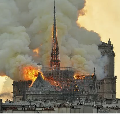 巴黎圣母院起火原因日益明朗,巴黎修复专家玩命进入危楼内部抢修
