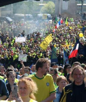 """黄背心""""运动进入第25周 参与示威人数创新低"""