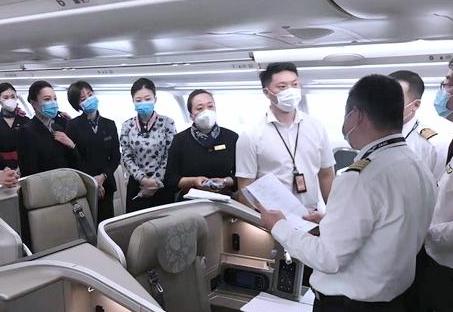 塞班岛暂停中国旅客入境 东航接回237名滞留旅客